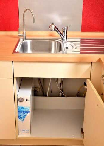 Beispiel für einen fest eingebauten Wasserfilter für zuhause